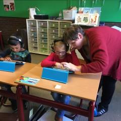 Werken in hoeken met onze helpers in 1A.