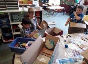 Wij spelen met dozen!