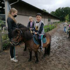 Op schoolreis naar 'De Ponyhoeve' met 2A.