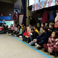 De Sint op bezoek in het tweede leerjaar.